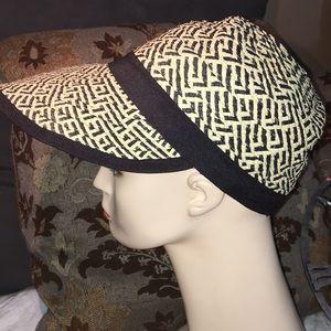 Jaclyn Smith woven black tan retro big brim hat